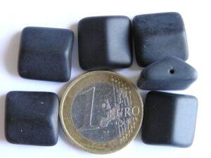 0010065 Mat zwarte dakvorm.-0