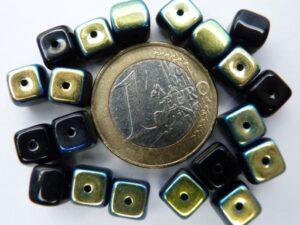 0010079 Zwart blokje met AB-0
