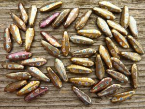 0030075 Daggerbead Copper Matte Metallic met Peacock 16 x 5,5 mm-0