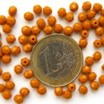 0030228 Opaque Caramel facet 4 mm. 40 St.-0