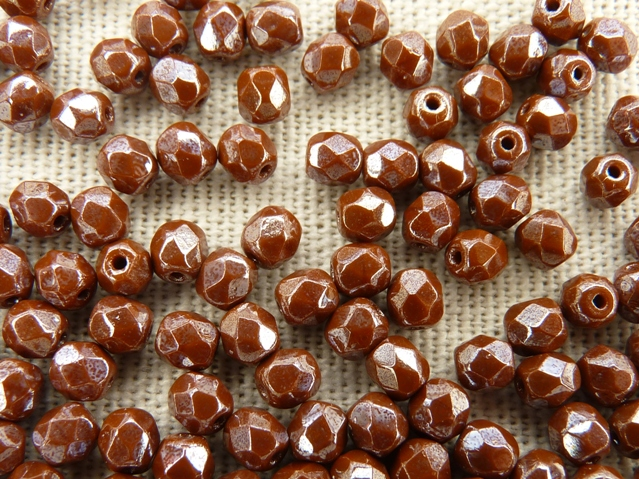 0030259 Opaque medium Chocolate brown met hematiet facet, 4 mm.-0