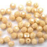 0040226 Opaque beige facet met luster 4 mm.-0