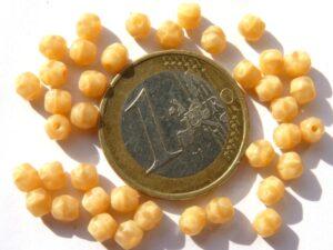 0040234 Silky Topaz facet 4 mm. 40 stuks-0