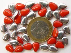 0050057 Opaque red half Silver plat druppelvormig. 40 stuks.-0