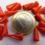 0050070 Spike Beads Opaque Red 5 x 13 mm. 18 stuks-0