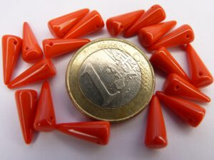 0050070 Spike Beads Opaque Red 5 x 13 mm. 18 stuks-0