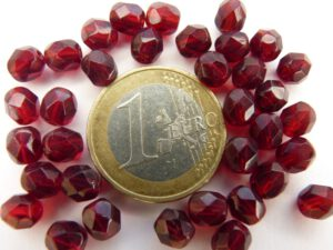 0050218 Dark Garnet facet 6 mm. 25 Pc.-0