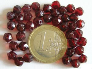 0050219 Garnet, Donkerrood facet ( pressed )6 mm.-0