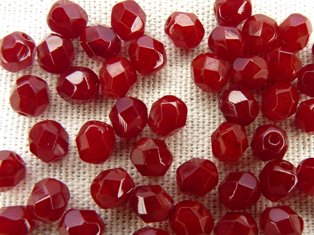 0050265 Dark Opal red facet, 6 mm. 25 stuks-0