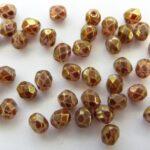 0070369 White opal met Ruby Marmor, facet 4 mm.-0