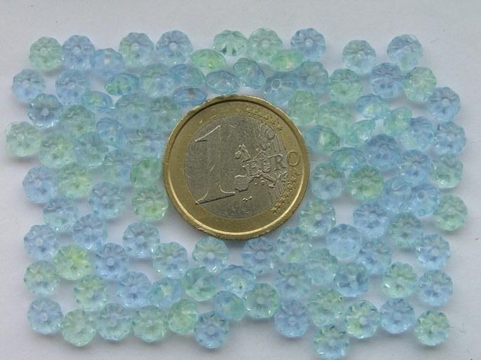 0090052 Lichtblauw met iets groen bloemetje-0