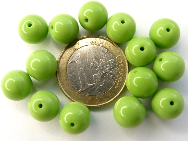 0100089 Opaque Spring Green round 10 mm. 14 Pc.-0