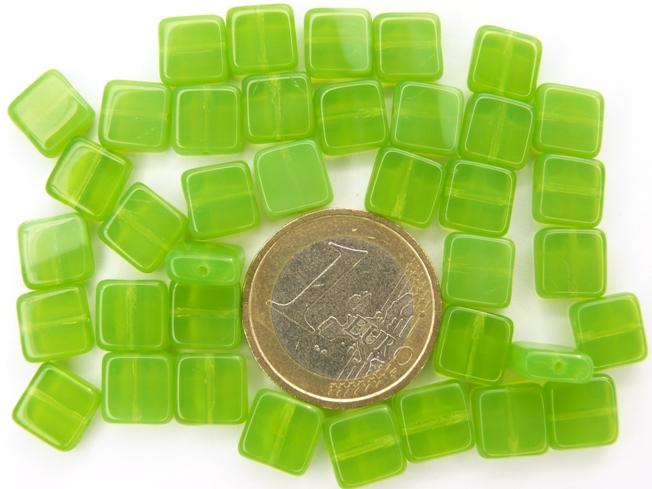 0100174 Green opal plat vierkantje 8,5 x 8,5 x 3,5 mm. 35 stuks.-0