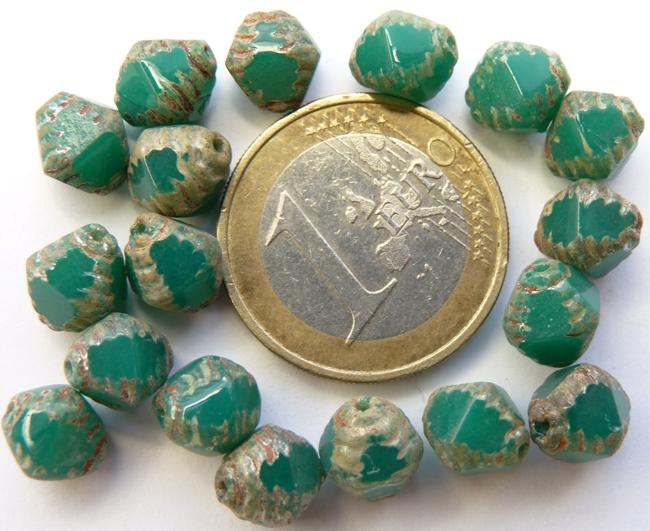 0100338 Milky Emerald Silver Travertin Special cut 8 mm. 16 stuk-0