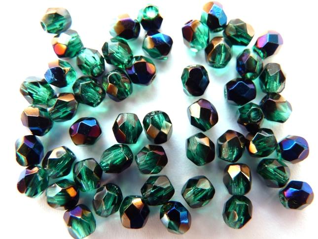 0100368 Emerald met Blue Iris facet 4 mm.-0