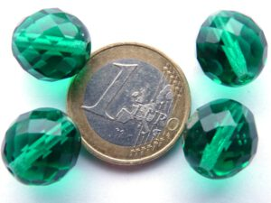 0100377 Emerald groen facet 14 mm. 4 Pc.-0