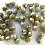 0100466 Chalk white met Green terracotta luster, facet 4 mm.-0