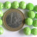 0100489 Opaque apple green facet 8 mm.-0
