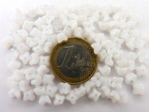 0140051 Wit/Opaalwit Kelkvormig Bloemetje. 5 x 4 mm. 100 stuks-0