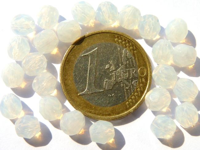 0140230 White Opal facet 6 mm. 25 stuks-0