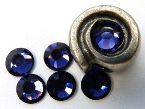 0900113 M.C. Chaton rose ss 30 Deep Tanzanite-0