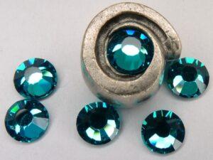 0900125 M.C. Chaton rose ss 30 Blue Zircon-0