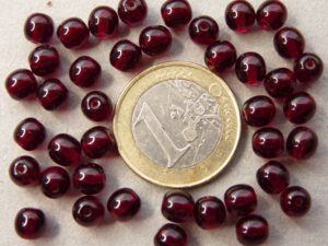 0050006 Garnet pressed round 6 mm. 40 Pc.-0
