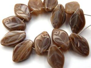 0030117 Opaque brown melee Blaadje. 35 pc.-0