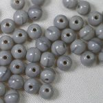 04-r-44020 4 mm round beads coral grey