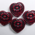 0050305 hearts with flower beads opaque red black washed color 93200-46441