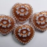 0140262 hearts with flower beads snow white copper washed color 02020-54319